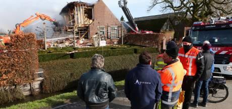 Snelheid verwoestende brand woonboerderij maakt diepe indruk: 'Van een 'kaarsje' naar een flink kampvuur'