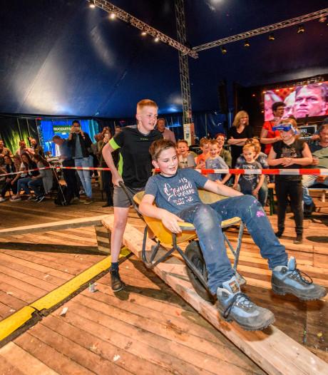 Kruiwagenrace en optredens tijdens jubileumweekend De Bremspoersen in Riethoven