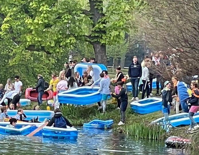 Politie beëindigt stunt OLV Breda bij het Wilhelminapark.
