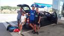 Marjon Mulder, man Jos Twisk, zoon Mike (blauw shirt), Nick (zwart shirt).