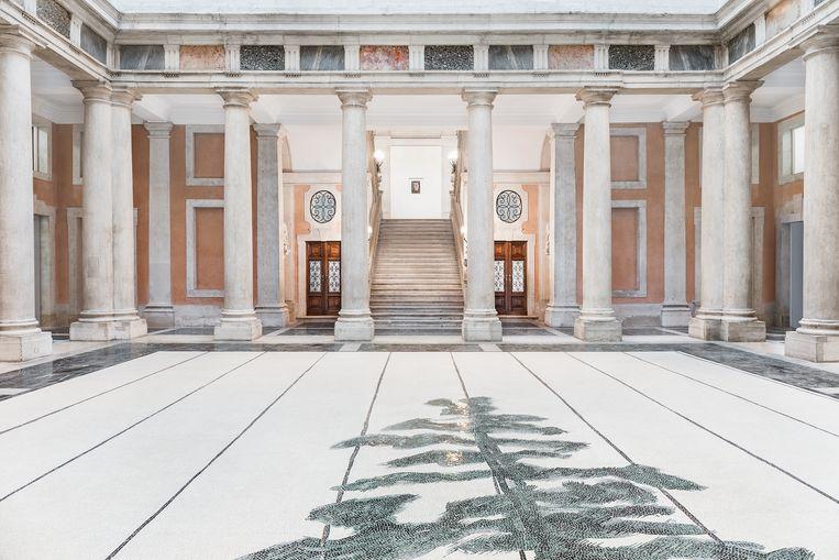 Luc Tuymans, 'Schwarzheide', 2019, uitgevoerd door Fantini Mosaici: de blikvanger van de expo is geen schilderij, maar een grote mozaïek van bijna tien meter bij tien. Beeld Palazzo Grassi, Photography by Delfino Sisto Legnani e Marco Cappelletti