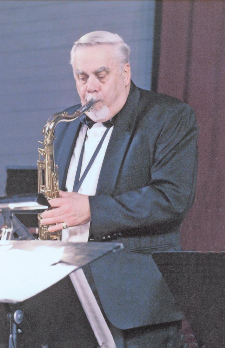 Reggy Cnockaert met zijn saxofoon.
