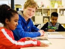 Christiaan (19) zoekt vrijwilligers voor huiswerkbegeleiding