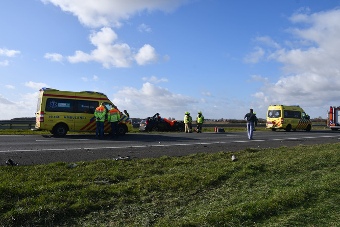 Bij een verkeersongeval op de A58 bij Kruiningen is een 41-jarige man uit Middelburg om het leven gekomen.