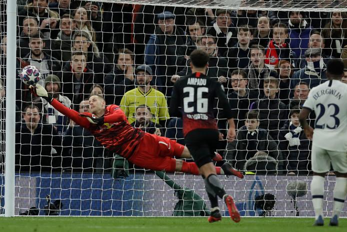 Des arrêts déterminants et une clean sheet, Peter Gulacsi a fait un sacré match contre Tottenham.