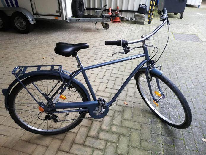 De politie zoekt de eigenaars van deze fietsen.