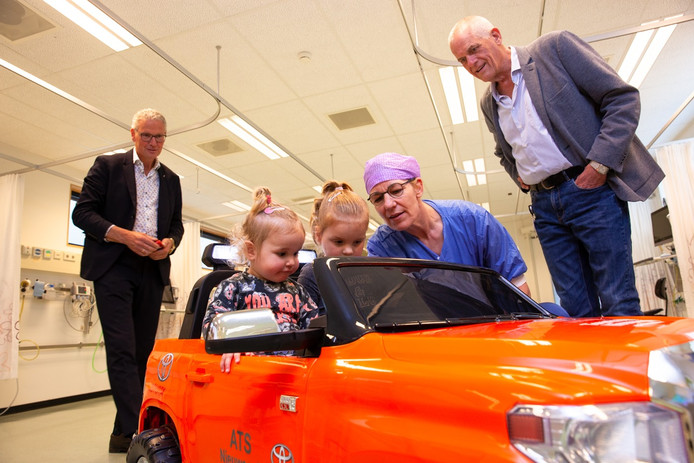 Voor de kinderen een spannende gebeurtenis, maar niet zo spannend als de operatie die hun te wachten staat.