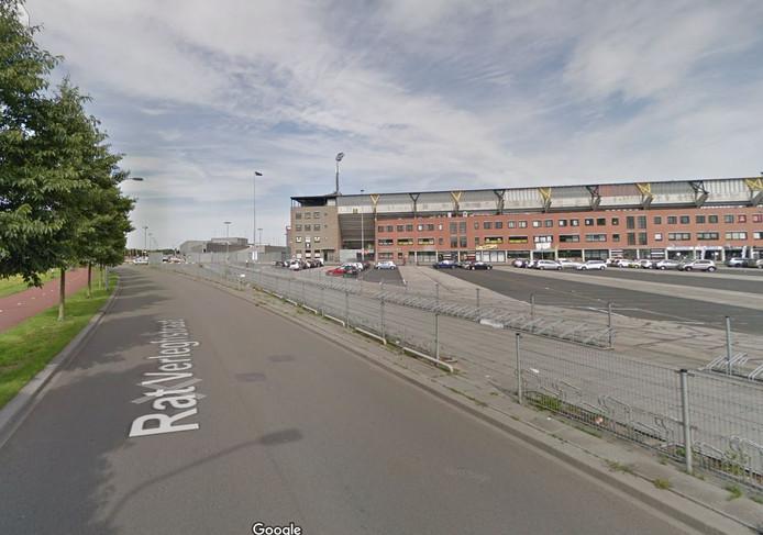 Aan de Rat Verlegh-straat - in de buurt van het spoor -  staat nu al een vast fietsenstalling bij het NAC-stadion.