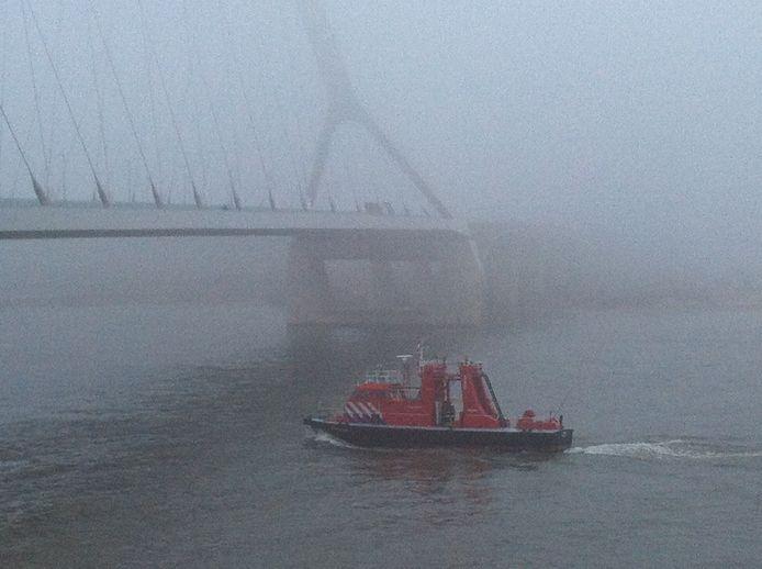 Blusboot onder De Oversteek onderweg naar het ongeval. Foto: Hai Voeten/DG