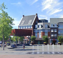 Het nieuwe gebouw moet qua stijl passen bij de meest recente bebouwing aan het plein, stelt de gemeente.