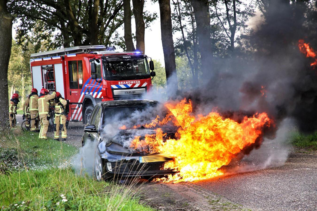 Auto in brand in Hapert.