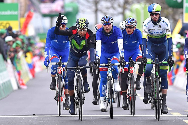 Quintana bolt over de finish: de eindswinst is binnen. Beeld TDW
