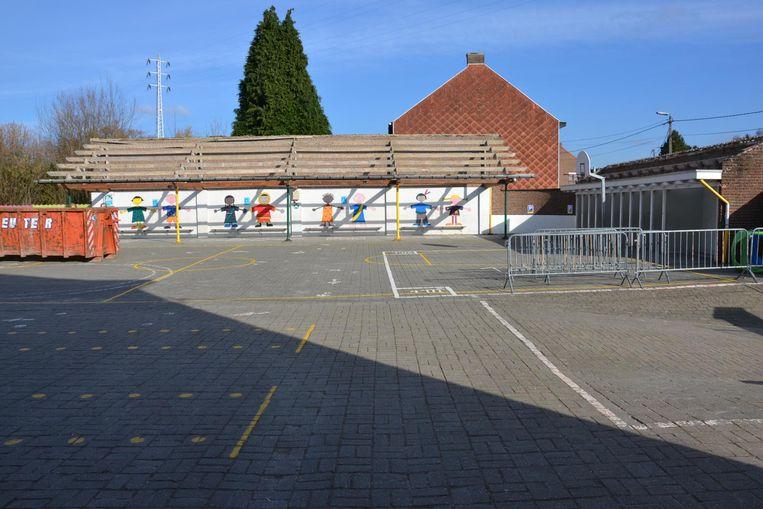 Het dak van een schooltje in Bunsbeek is weggehaald nadat er asbest in gevonden was. Archieffoto. Beeld Bollen