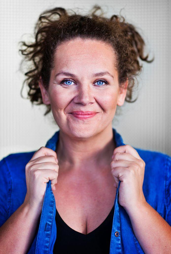 Cabaretière Sara Kroos (36) vertelt voor het eerst over haar zware depressie. ,,Het is een dodelijke ziekte.''