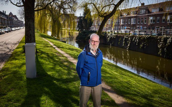 """Maarten van der Kooij bij de Randweg, waar hij al zijn hele leven woont: ,,Ik constateer dat we steeds meer van elkaar vervreemden."""""""