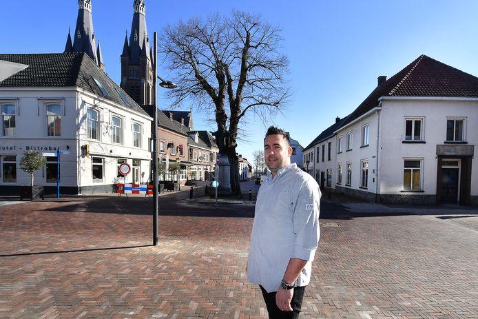 Horeca-ondernemer Niels Celissen blaast de Cuijkse horeca, waar de Maasstraat uitkomt op de Grotestraat, nieuw leven in. Links op de hoek zijn hotel-bistro. Rechts (foto uit februari) begint hij een nieuw restaurant.