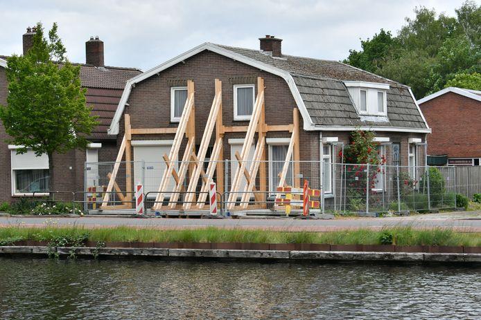 Hoogleraar Stefan van Baars, verbonden aan de Universiteit van Luxemburg, is geschrokken van wat hij aantrof bij zijn bezoek aan de huizen langs kanaal Almelo - De Haandrik