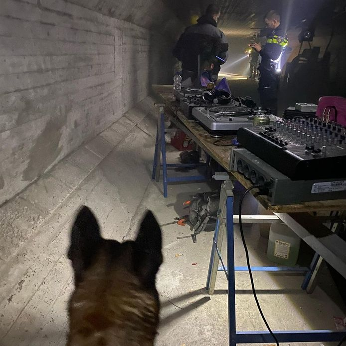 Bij het illegale feest werd professionele apparatuur gebruikt. Dit is in beslag genomen.