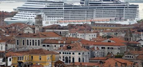 Venetie mogelijk bedreigd werelderfgoed door enorme cruiseschepen: 'Groot probleem voor Italië'
