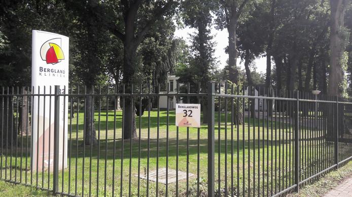 De bekende Bergland Kliniek aan de Berglandweg in Tilburg-Zuid.