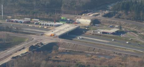 Viaducten nieuwe N69 krijgen gestalte, asfaltering vordert gestaag. 'Weg eind dit jaar klaar'