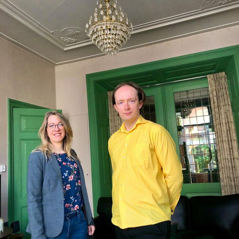 Anne-Lies van der Baan en Hilbrand Edskes, in Hilbrands ouderlijk huis  Beeld