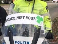 Politie in verlegenheid gebracht door sticker op motor: 'Ik rem niet voor Klaver'