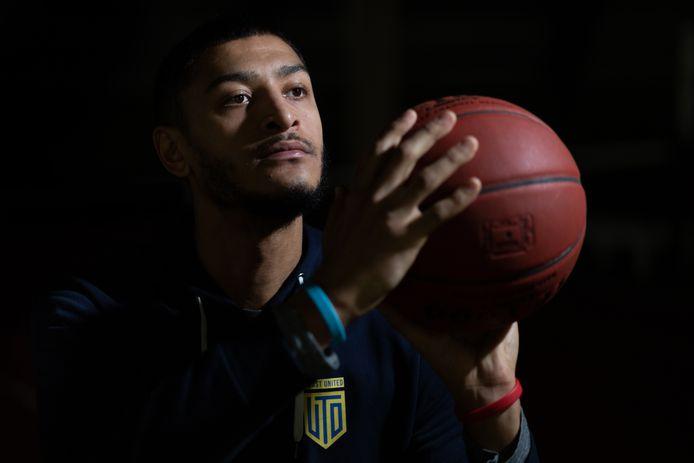 Kaleb Warner, basketballer bij Yoast United.