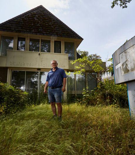 Verloederd pand in Gorssel nog altijd een doorn in het oog van buren: 'Vinden door steenmarters aangevreten kippen in huis'