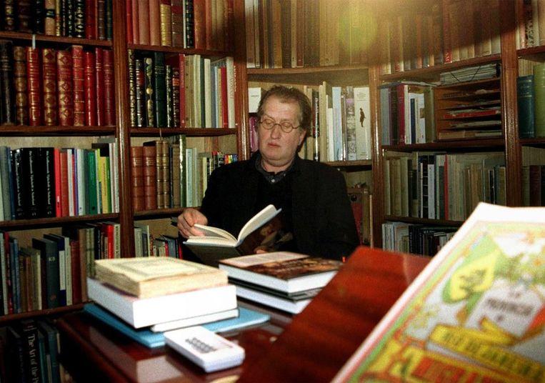 Tussen zijn eigen boeken, 1999. Beeld ANP