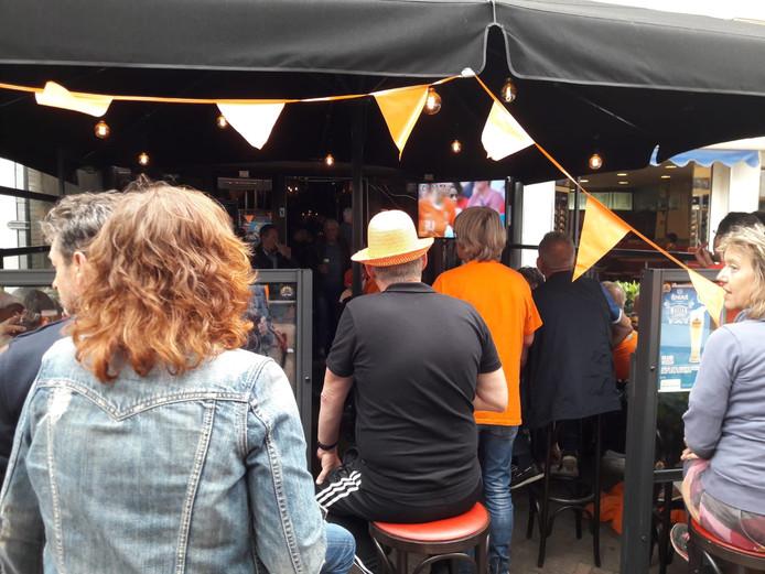 In café Het Oude Huis kunnen bezoekers de wedstrijd volgen.