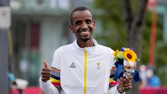 """""""Evengoed zat ik nu op een brommer in Djibouti, was ik dik en verkocht ik sigaretten"""": zeven dingen die u nog niet wist over bronzen Bashir Abdi"""