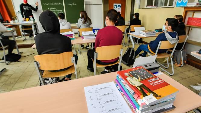 """Leerkrachten Atheneum ondersteunen hun leerlingen extra als studiecoach: """"Vraag is groot sinds coronacrisis"""""""