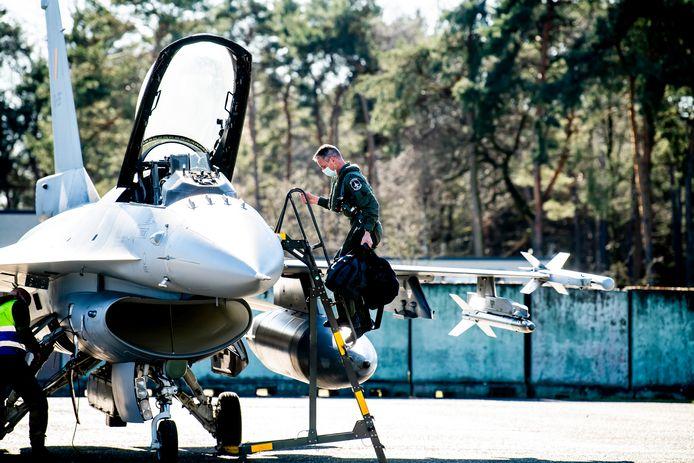 KLEINE-BROGEL, BELGIUM - 05 March 2021,   Commandant vlieger Steven De Vries zal de kaap van 5.000 vlieguren F-16 overschrijden.  Kleine-Brogel, Belgium - 05/03/2021