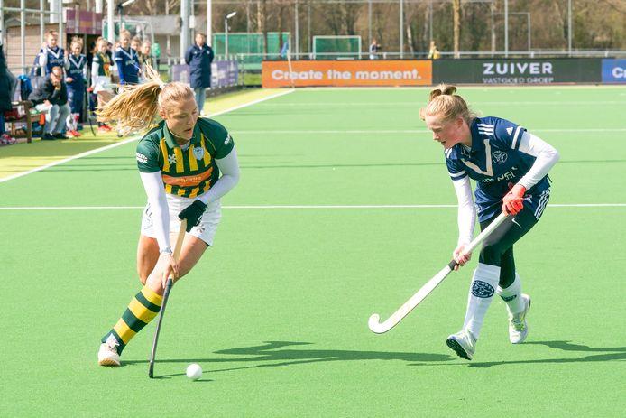 De Amerikaanse HDM-international Ashley Hoffman snelt lang Daphne van der Vaart van Pinoké.