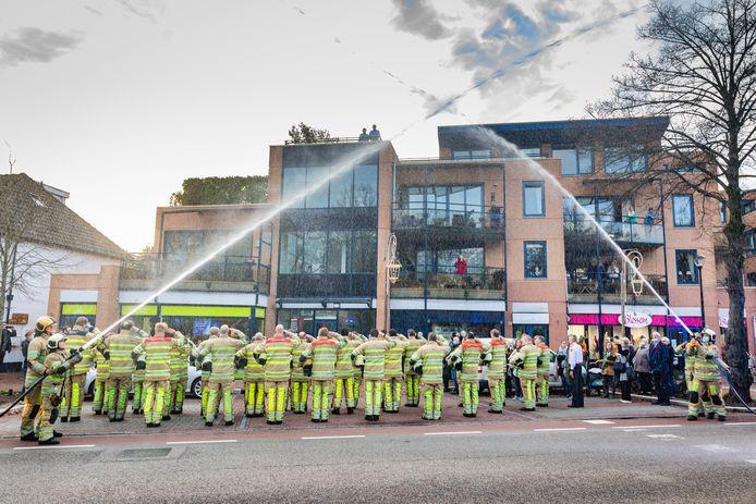 Eerbetoon aan overleden brandweerman Pim in Den Dolder