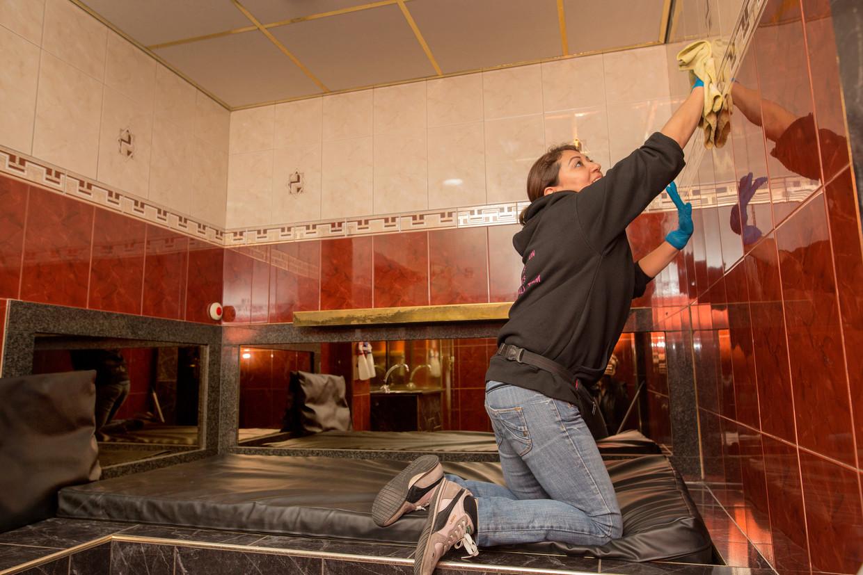 De ruimtes voor sekswerkers op de Wallen worden na een halfjaar leegstand klaargestoomd voor gebruik.