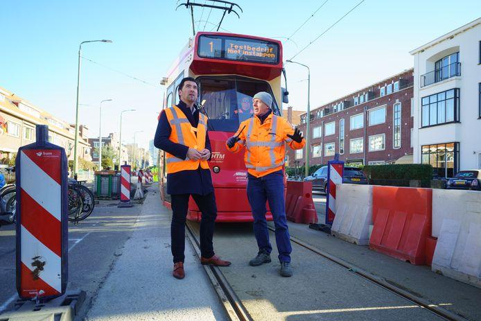 Wethouder Robert van Asten aanwezig bij de eerste testrit van tramlijn 1, op 5 maart van dit jaar.