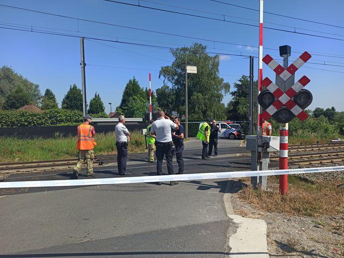 Het ongeval gebeurde ter hoogte van de overweg in de Beekstraat in Astene.