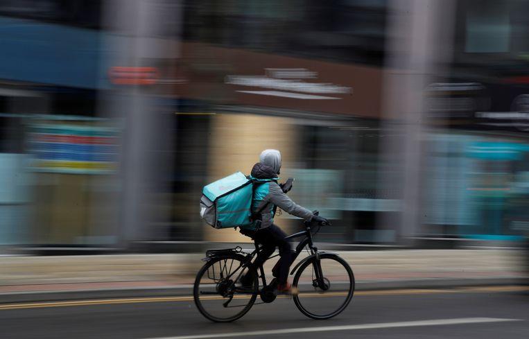 Beleggers zijn bang dat Deliveroo de arbeidsvoorwaarden van bezorgers moet verbeteren. Beeld REUTERS