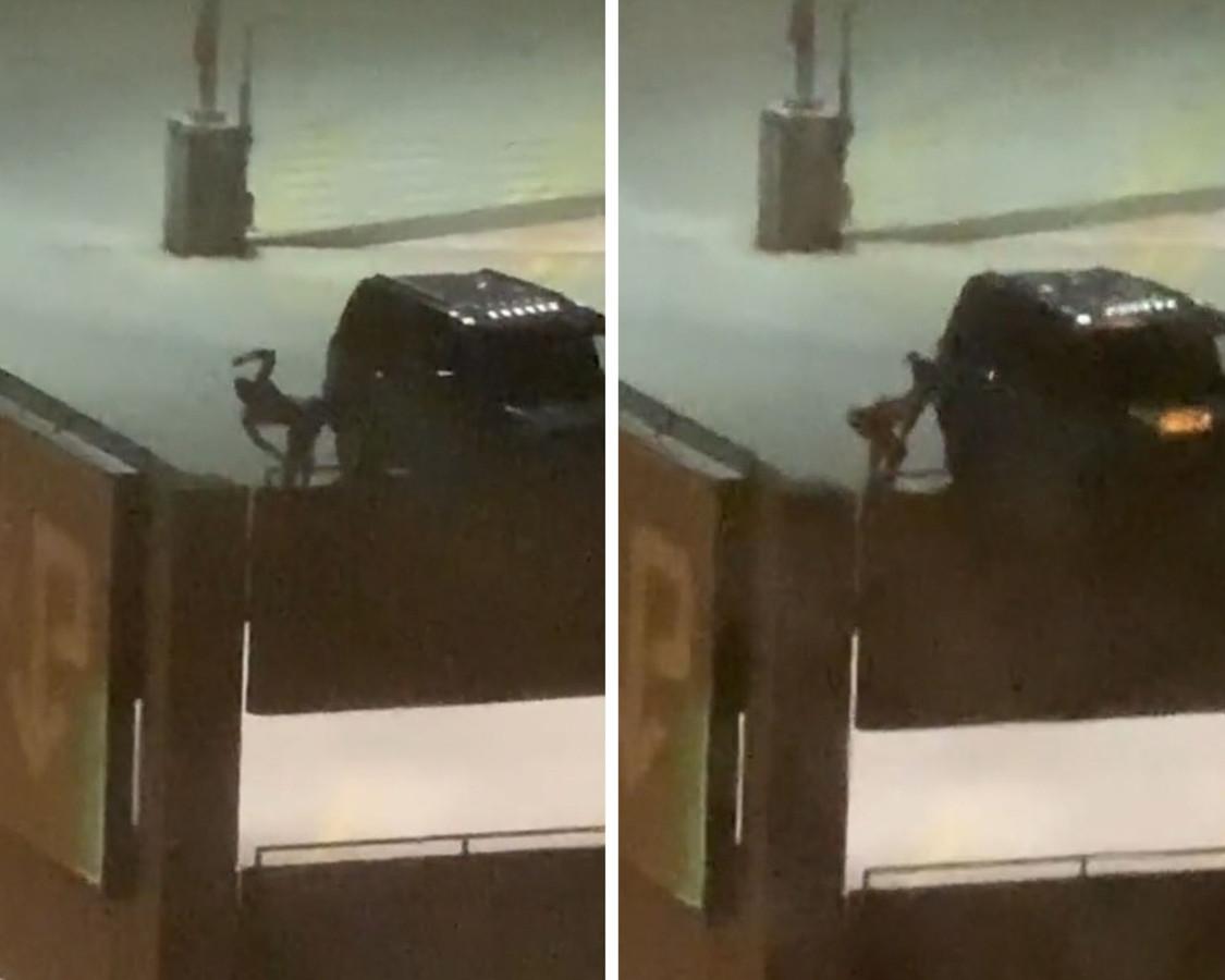 Une femme grimpe sur le toit d'un parking pour offrir un spectacle sexy aux détenus.