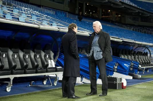 Leo Beenhakker in 2012 in gesprek met zijn oud-speler van Real Madrid Emilio Butragueno tijden de training van Ajax in het Bernabeu.