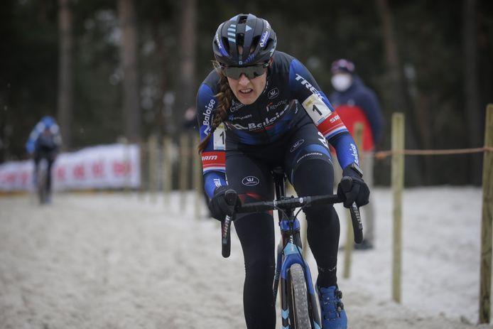Lucinda Brand: 'Hier nog nooit zo hard door het zand gereden'.