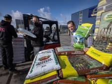 Drieduizend zakken met grond record voor Drontens jongerenwerk: 'Dit geld hebben we hard nodig'
