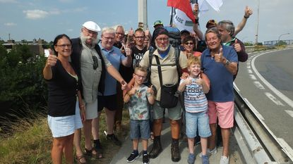 1.540 kilometer later en 7,5 kilo lichter: Johan (68) weer thuis na wandeltocht