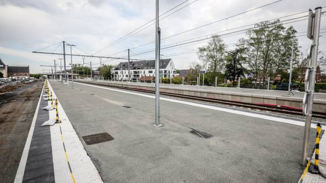 Stationsomgeving van Beernem krijgt vorm: pendelaars kunnen al terecht op verhoogde perrons