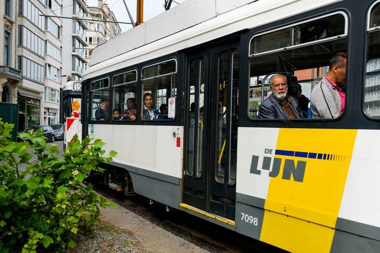 Een tram van De Lijn. Beeld Bob Van Mol