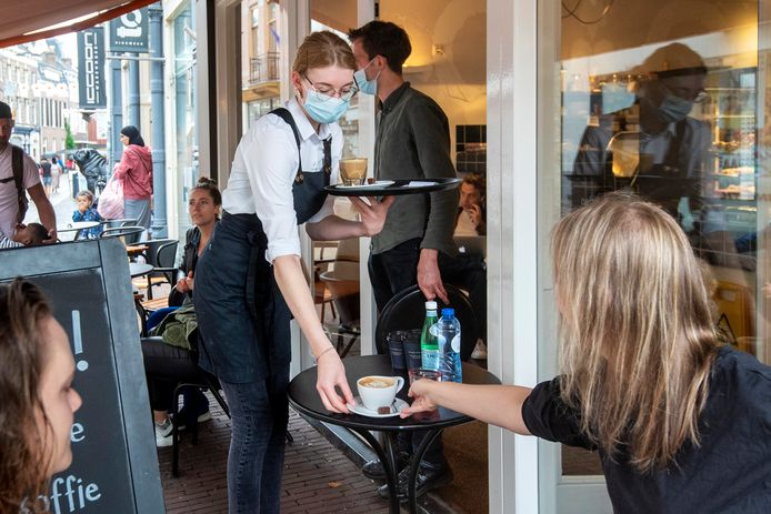 Bij koffiezaak Walt draagt al het personeel mondkapjes.