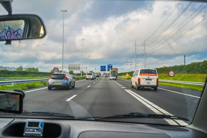 Op de snelwegen rondom Den Haag mag 's nachts nog gewoon 130 worden gereden