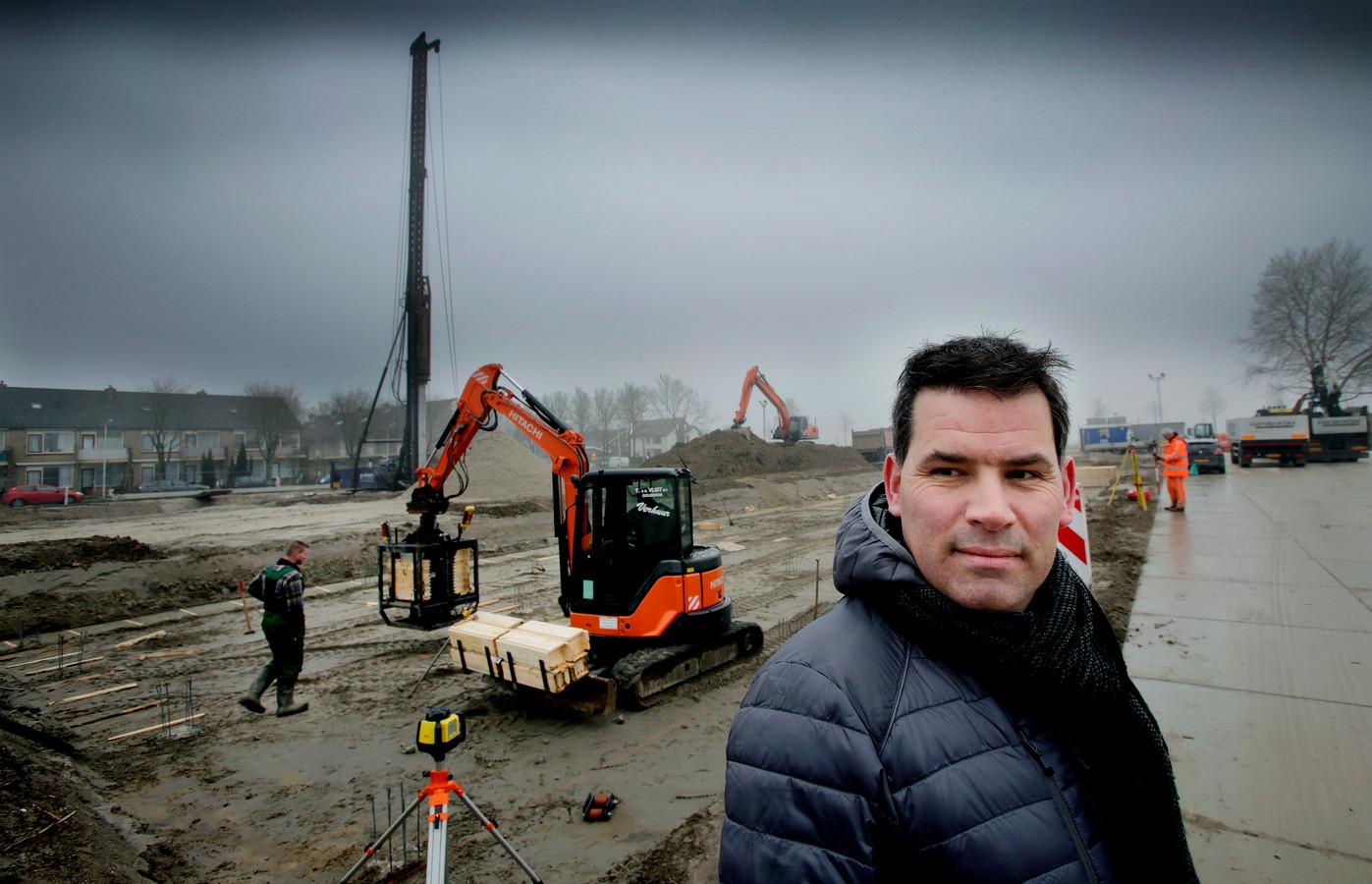 Roderik Outhuis, projectleider bij Van Mierlo, werkt aan Meesterlijk Wonen, eén van de vele bouwprojecten in Oud-Beijerland.